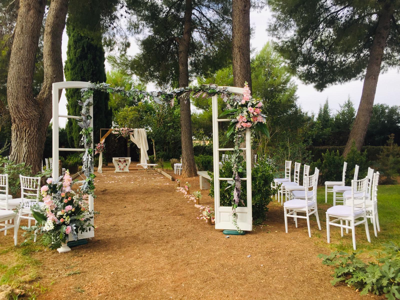 Entrada a ceremonia en jardín